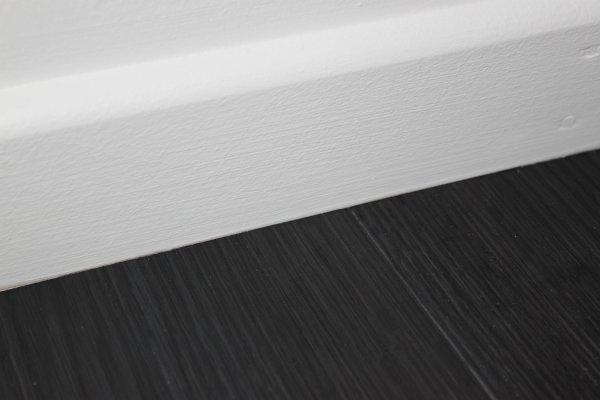 Test lames auto adh sives gerflor for Plinthe bois avec sol carrelage