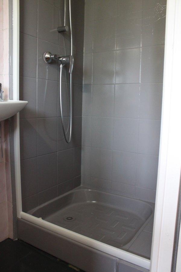 On monte le nouveau mitigeur et la porte de douche