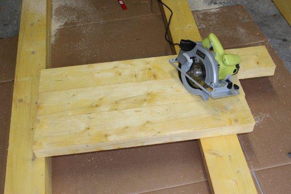 Bricolage diy fabriquer son tabli en bastaing tape 1 for Plan de travail decoupe