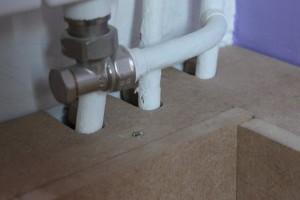S'assurer de l'alignement des perçages pour le passage des tuyaux
