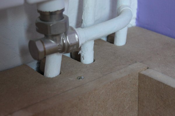 s 39 assurer de l 39 alignement des per ages pour le passage des tuyaux zonetravaux bricolage. Black Bedroom Furniture Sets. Home Design Ideas