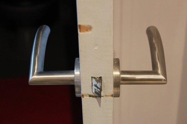 brico changer une poign 233 e de porte