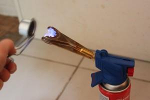 Allumez votre lampe à souder à l'aide de votre allume bruleur