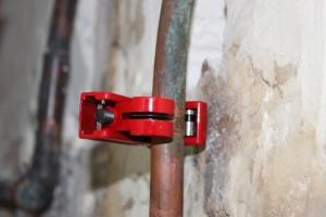 Positionnez le coupe tube sur le tuyau à couper