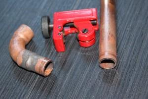 Entrainez vous à couper un tuyau avec le coupe tube