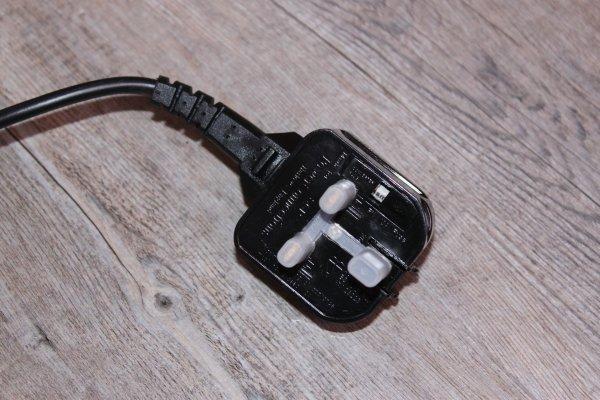 Prise anglo-saxone pour la Ponceuse à bande compacte TRITON TCM BS