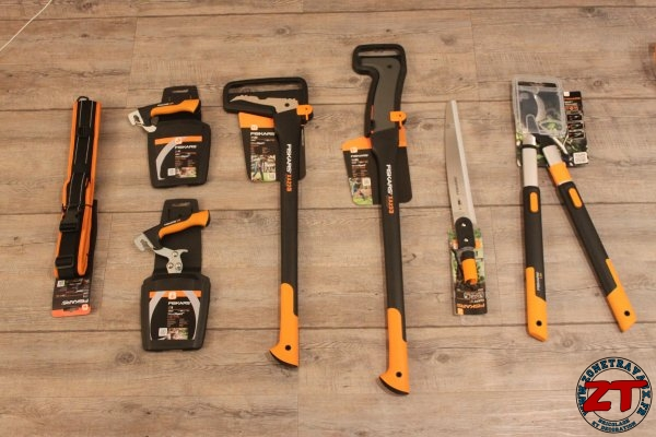Test fiskars woodxpert sapie et serpe long manche for Outillage a main jardinage