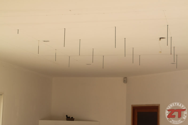 Brico cr ation d un faux plafond avec ruban led et spots - Comment installer des spots led au plafond ...