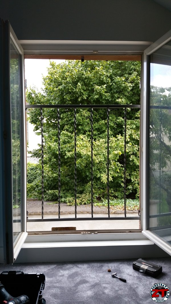 tuto fabriquer une rambarde de protection de fen tre. Black Bedroom Furniture Sets. Home Design Ideas