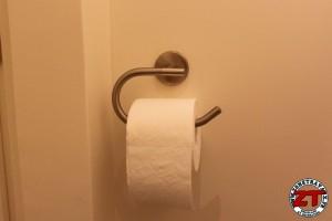 Fixer porte serviette et papier toilette mural
