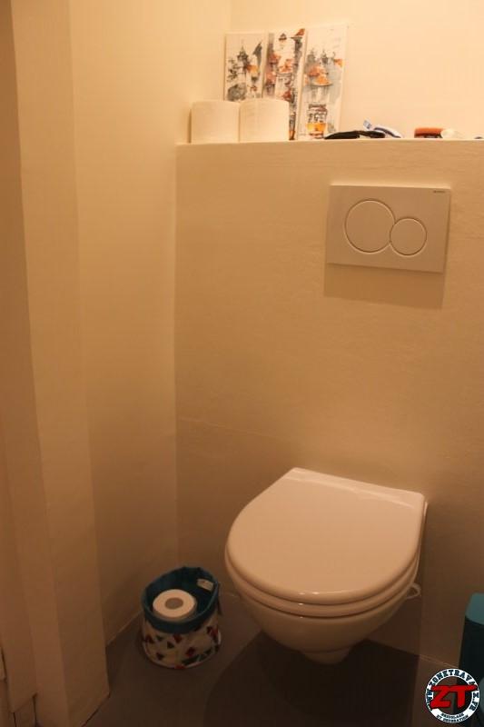 tutoriel bricolage fixer un porte papier toilette et. Black Bedroom Furniture Sets. Home Design Ideas