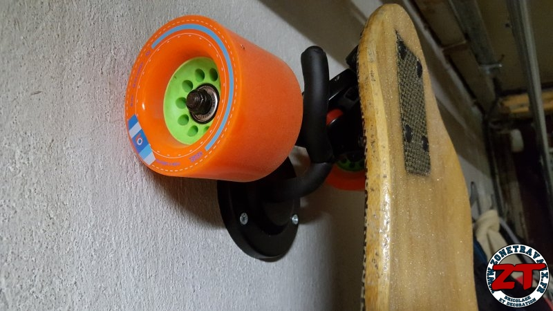 Fabriquer et installer un support de skateboard longboard mural DIY